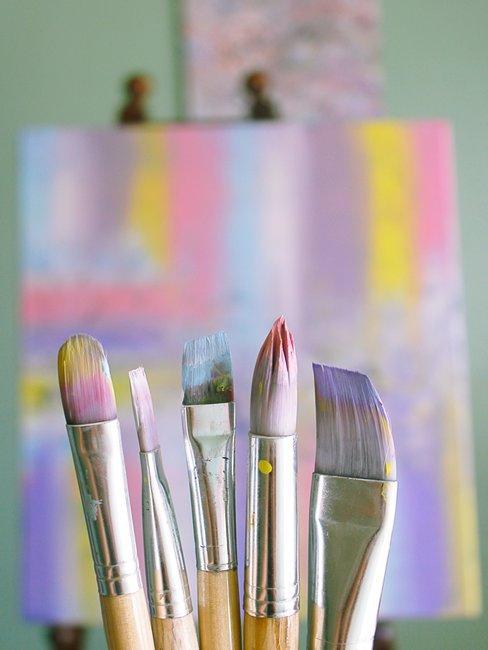 Penselen in pastelkleuren