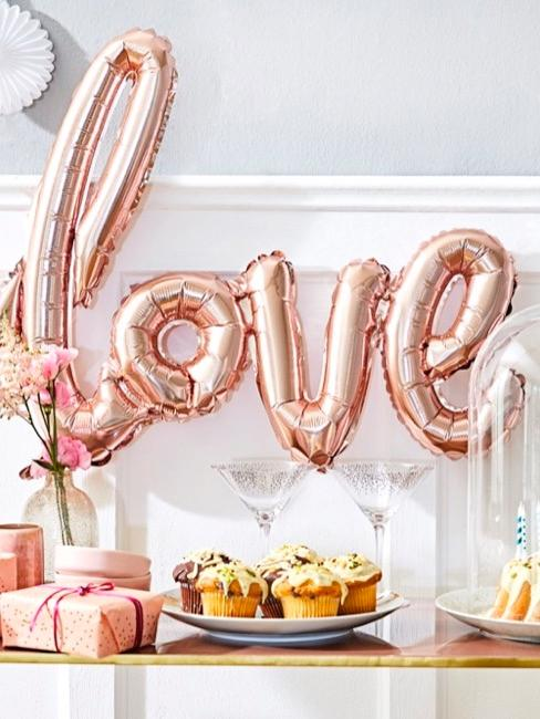 "Festa baby shower con palloncini ""love"""