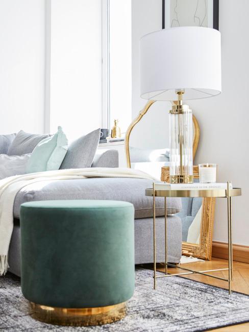 Nahaufnahme Wohnzimmer im Skandi Glam mit grünem Harlow Pouf