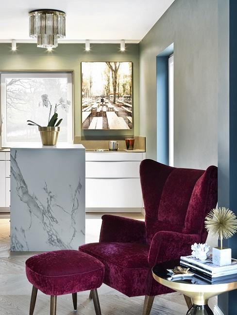 Stilmix Marmor Wohnküche und Samt Sessel