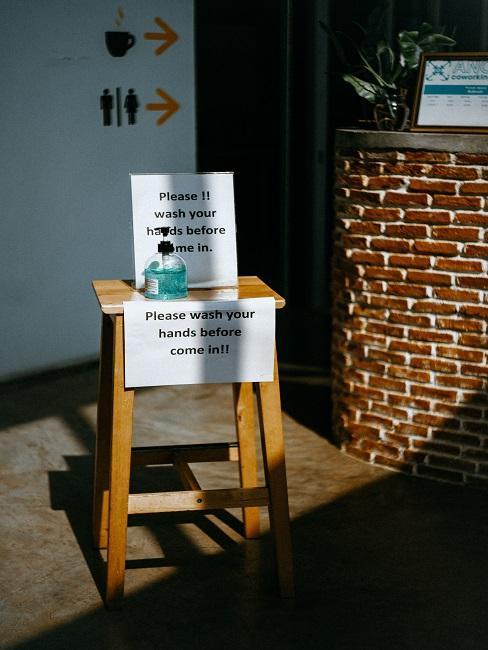 Quarantäne Hände waschen Desinfektionsmittel Schild
