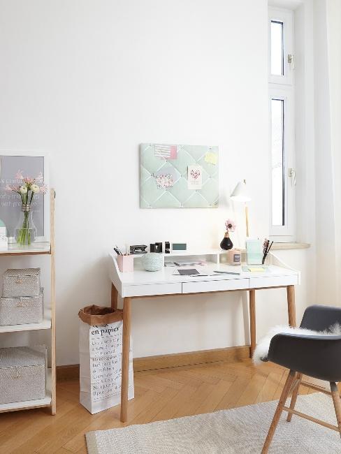 Bureau style scandinave blanc et rangement murale