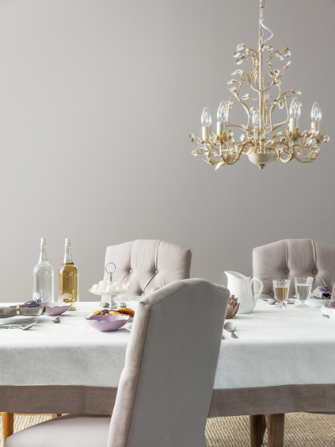 Sala da pranzo con lampadario