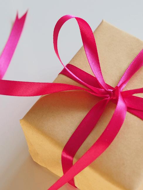 Geschenk met roze lint