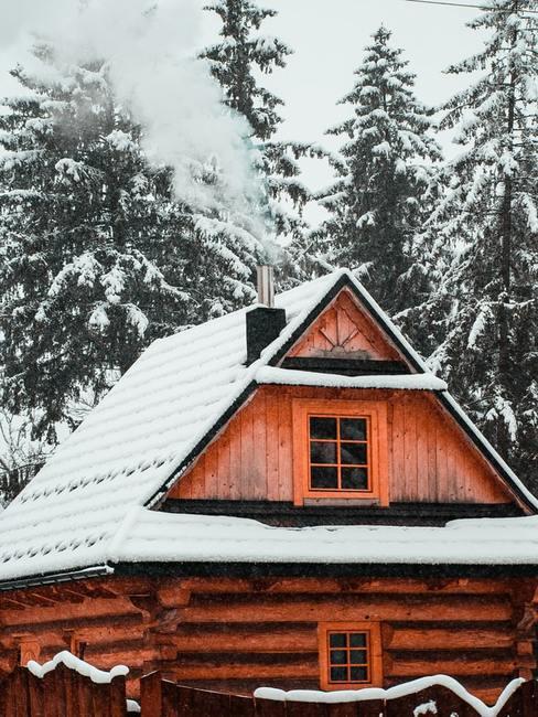 Drewnianym dom z Zakopanego pokryty śniegiem