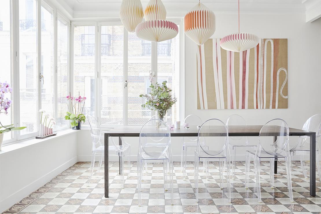 Westwing-Homestory-Paris-Lorna-Aubouin-Diningroom-Kartell