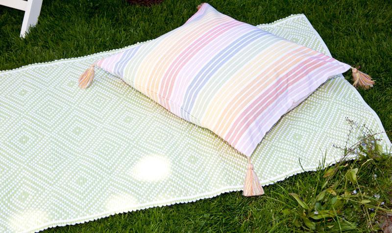 Gartenparty Sommer Decke Bodenkissen