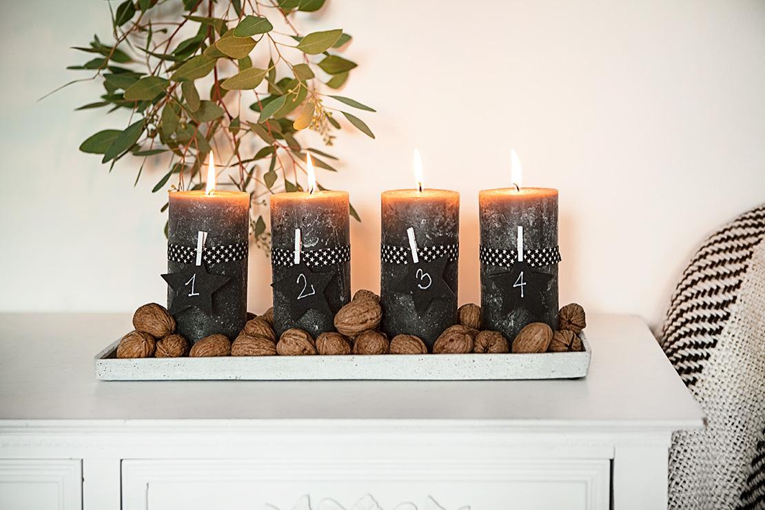 weihnachtstipps-adventskranz-auf-tablett