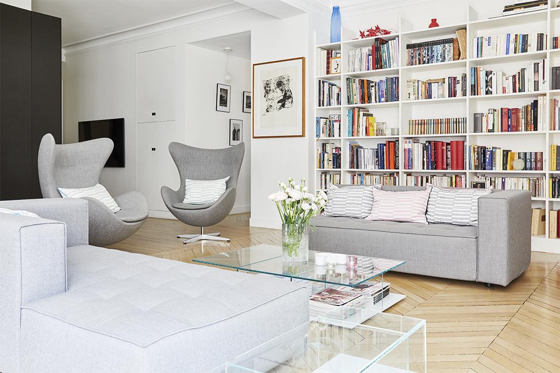 Westwing-Homestory-Paris-Lorna-Aubouin-Livingroom-FritzHansen-EggChair