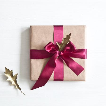 Perfekcyjny prezent: jak zawiązać kokardę?