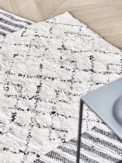 Dettaglio di un tappeto bianco