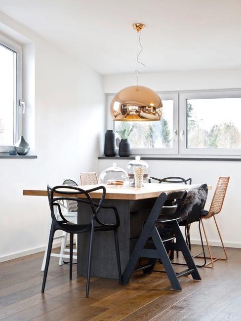 Esstisch mit Möbeln von Philippe Starck