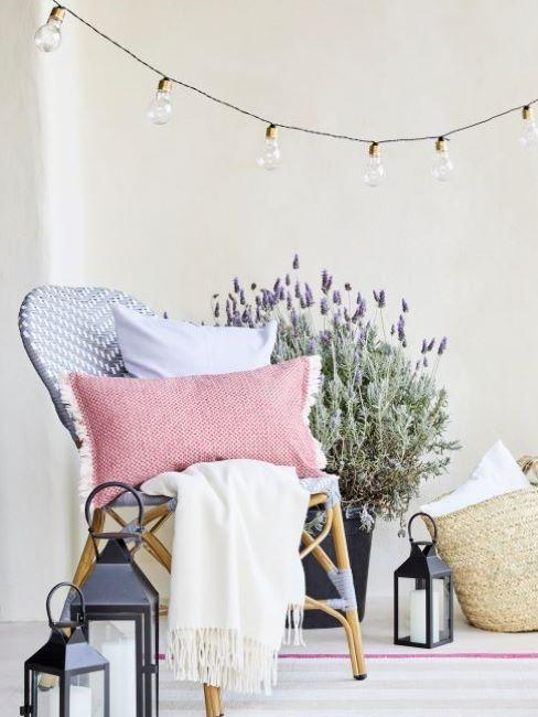 balcone con pianta di lavanda