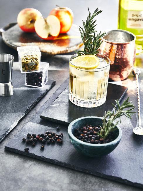 Cocktails op een tafel