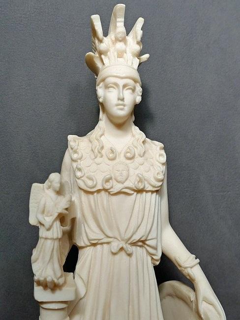 Figur aus Alabaster