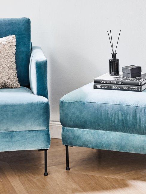 Woonkamer in turquoise met witte details