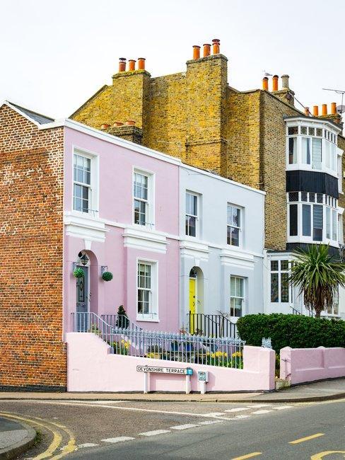Cottage gekleurde gevel hoekhuis