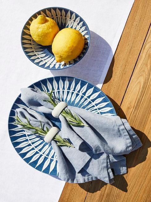Ibiza Style blaues Geschirr mit Rosmarin und Zitronen