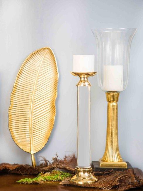 Decoratieve objecten in goud kleur - blad en twee kandelaars
