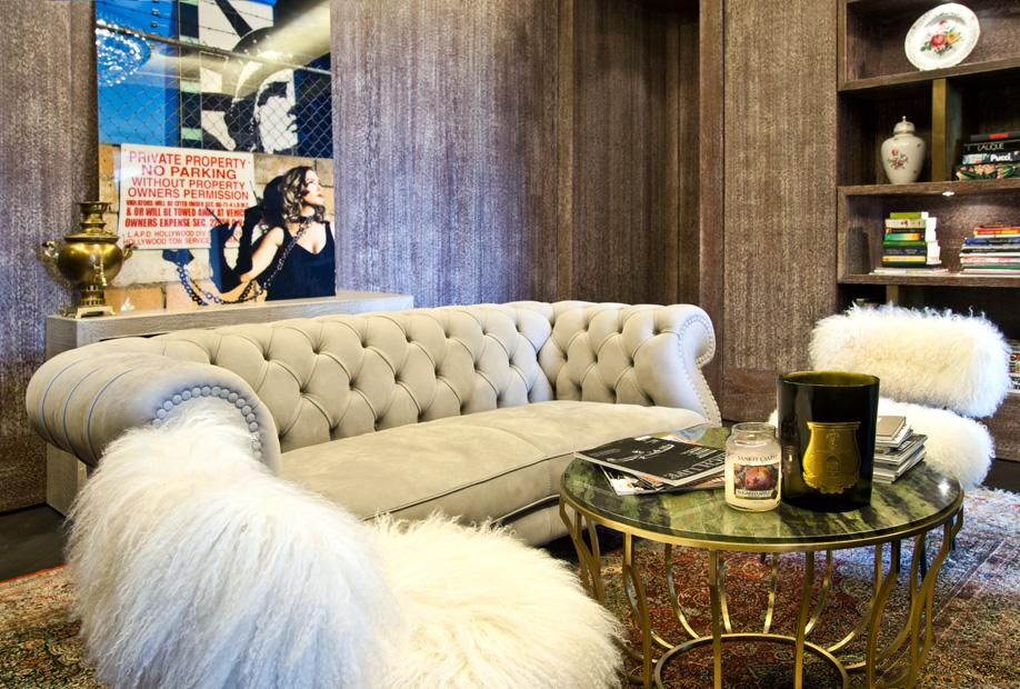 westwing_hausbesuch-jasmin-taylor-sofa-hell