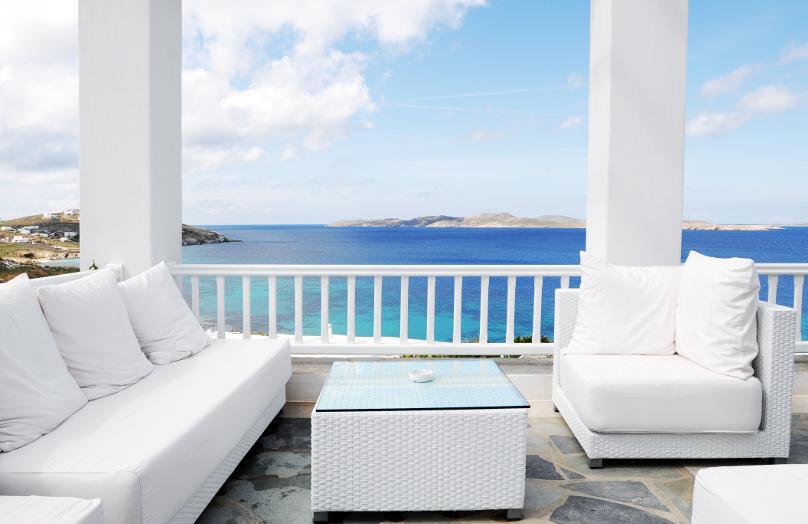 Una terraza de punta en blanco