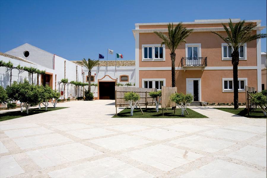 Le cantine di Marsala, costruite nel 1851, sono un esempio vivo di archeologia industriale. Conservano l'impianto tipico del