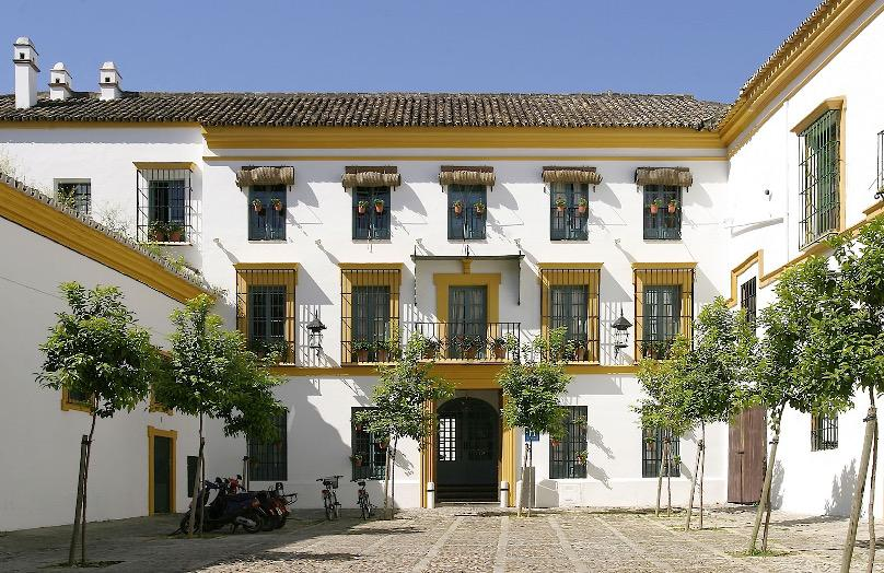 Las Casas del Rey de Baeza: oaza stylu w Sewilli