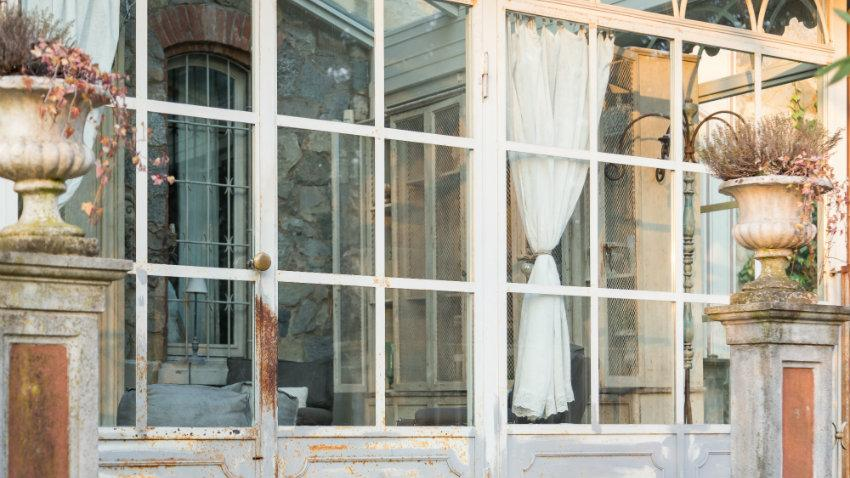 Závěsy pro balkonové dveře a okna