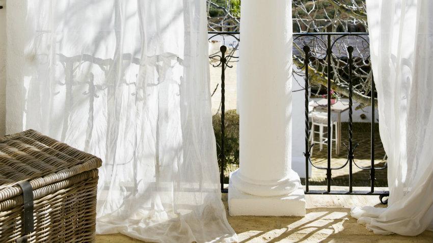 Cenador con cortinas