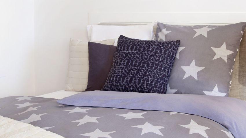Tour de lit violet