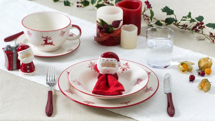 Kerst tafeldecoratie kleuren kerstman kaarsen kersttakken