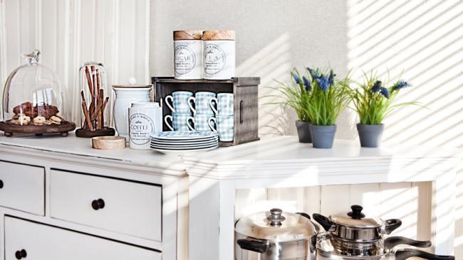 witte keuken brocant klassiek planten ladenkast