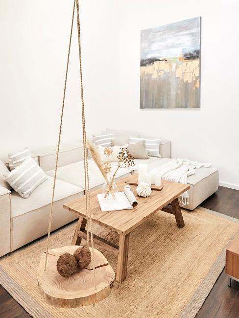 Wohnzimmer mit Deko-Elementen aus Holz