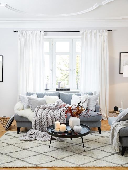 Vorhänge aufhängen Möglichkeiten Wohnzimmer mit weißen Gardinen
