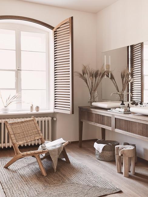Modernes Badezimmer mit natürlichen Materialien