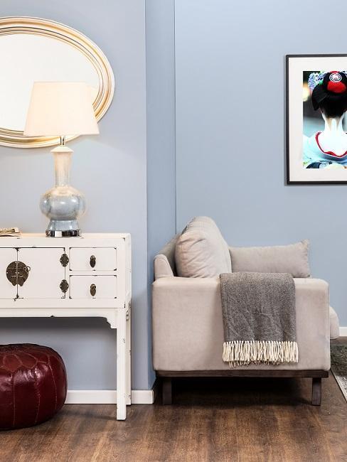 Wohnzimmer im Vintage Stil mit Sofa und Kommode