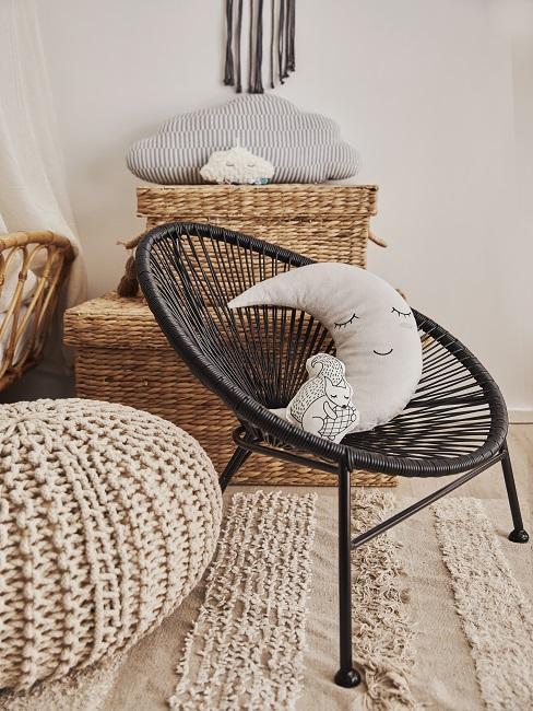 Schwarzer Acapulco-Stuhl für Kinder mit grauem Kuschelkissen
