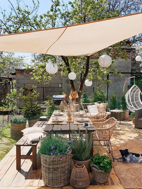 Terrasse mit Lampions