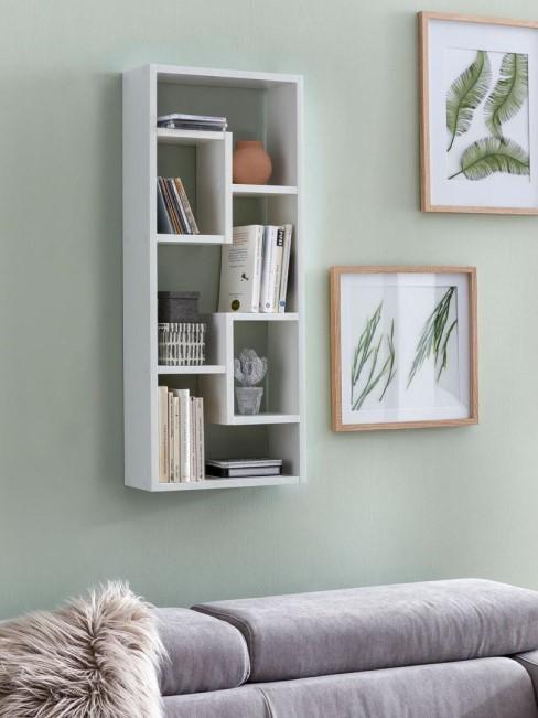 estanteria de pared blanca en salon
