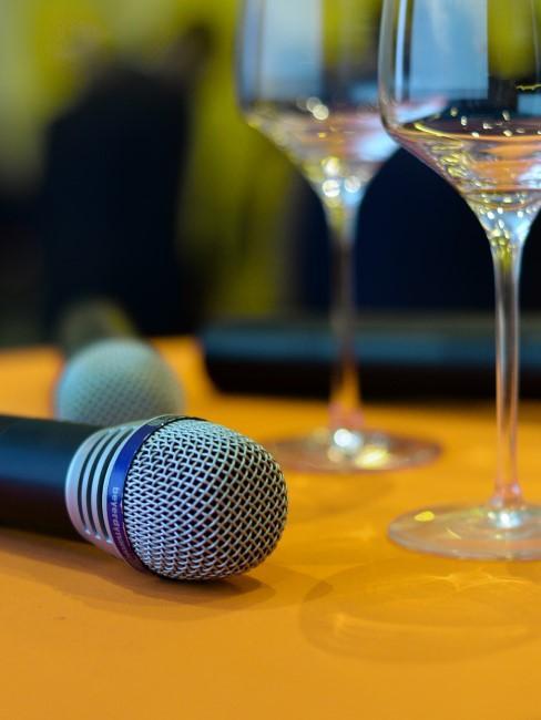 microfono y vasos