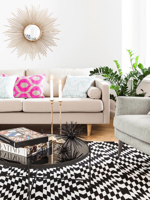 Divano color champagne in soggiorno moderno