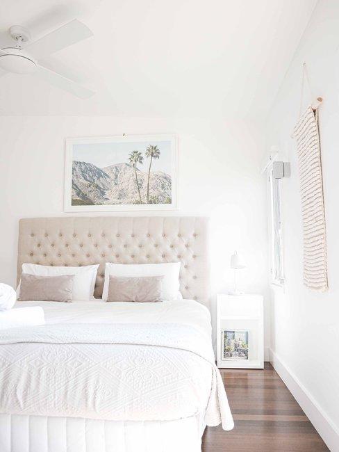 kleine witte slaapkamer