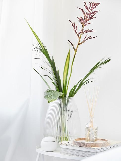 Minimalistische boeket in glaze vaas