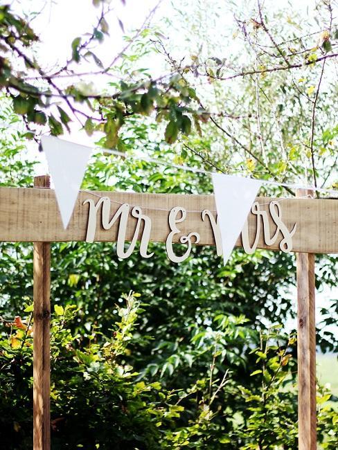 """Decoratief bord met de tekst """"Mr & Mrs"""" in boho-stijl"""