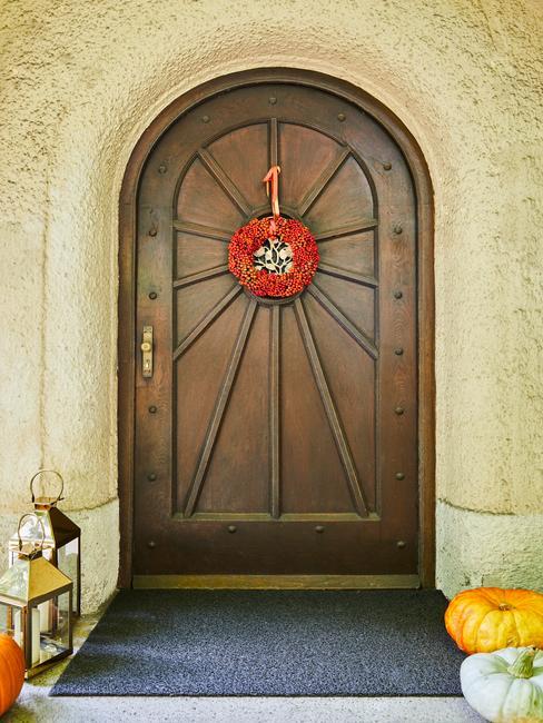 Jesienny wianek na drzwiach wejściowych