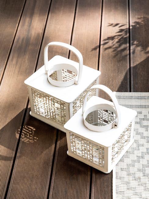 Kwadranowe latarenki ogrodowe w białym kolorze