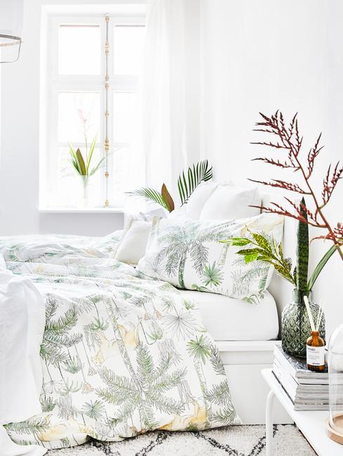 Biała sypialnia w stylu tropikalnym