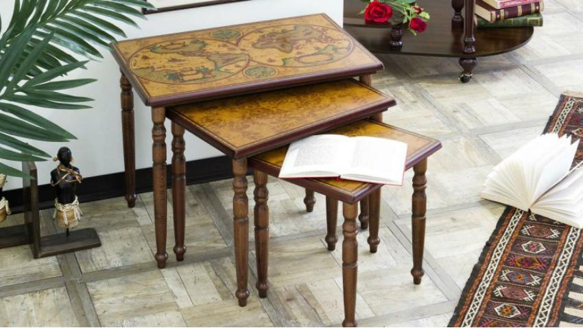 Tavoli d'antiquariato