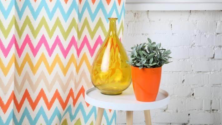 dekoracje okien kolorowe zasłony