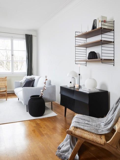 Westwing String Regal in schwarz braun in passendem Wohnzimmer